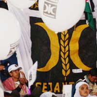 http://www.detiknews.com/read/2011/04/24/220431/ 1624213/10/pks-mengaku-kain-merah-putih-dalam-teatrikal-bukan-bendera? n991101605